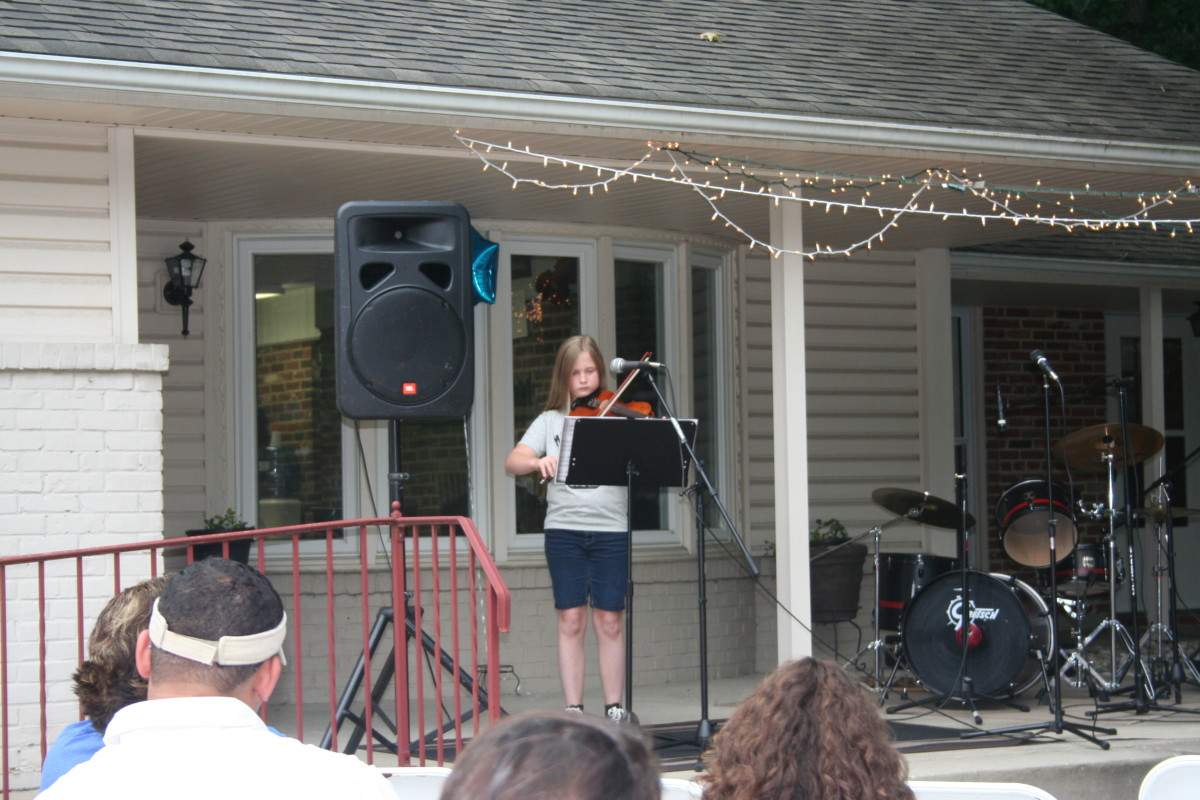 Resonance Student Jane C. performing her violin piece
