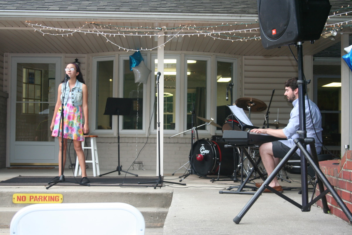 Resonance Student Dianna P. performing with vocal teacher Christopher F.